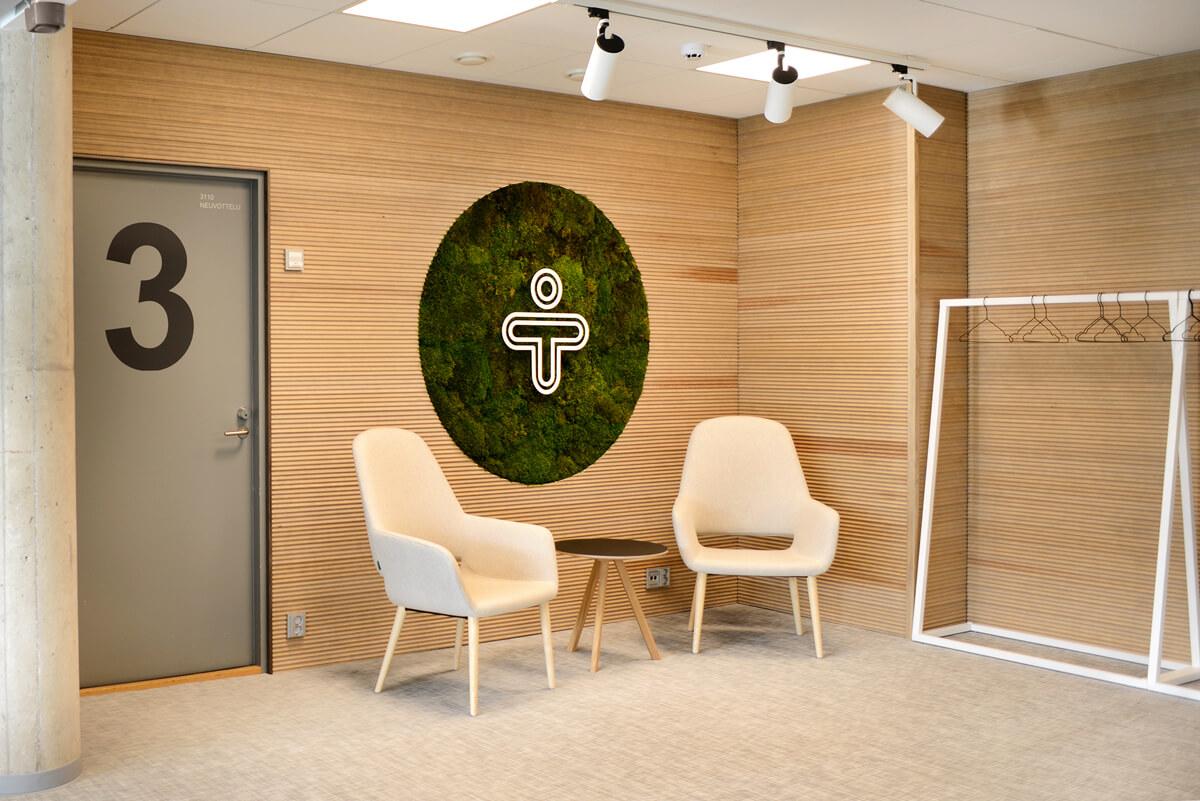 Mediq Suomi aulatila, suunnittelu: dSign Vertti Kivi ja toteutus: Restatop Oy.